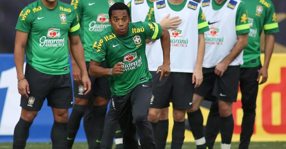 13.nov.2013 - Robinho durante treinamento da seleção brasileira em Miami