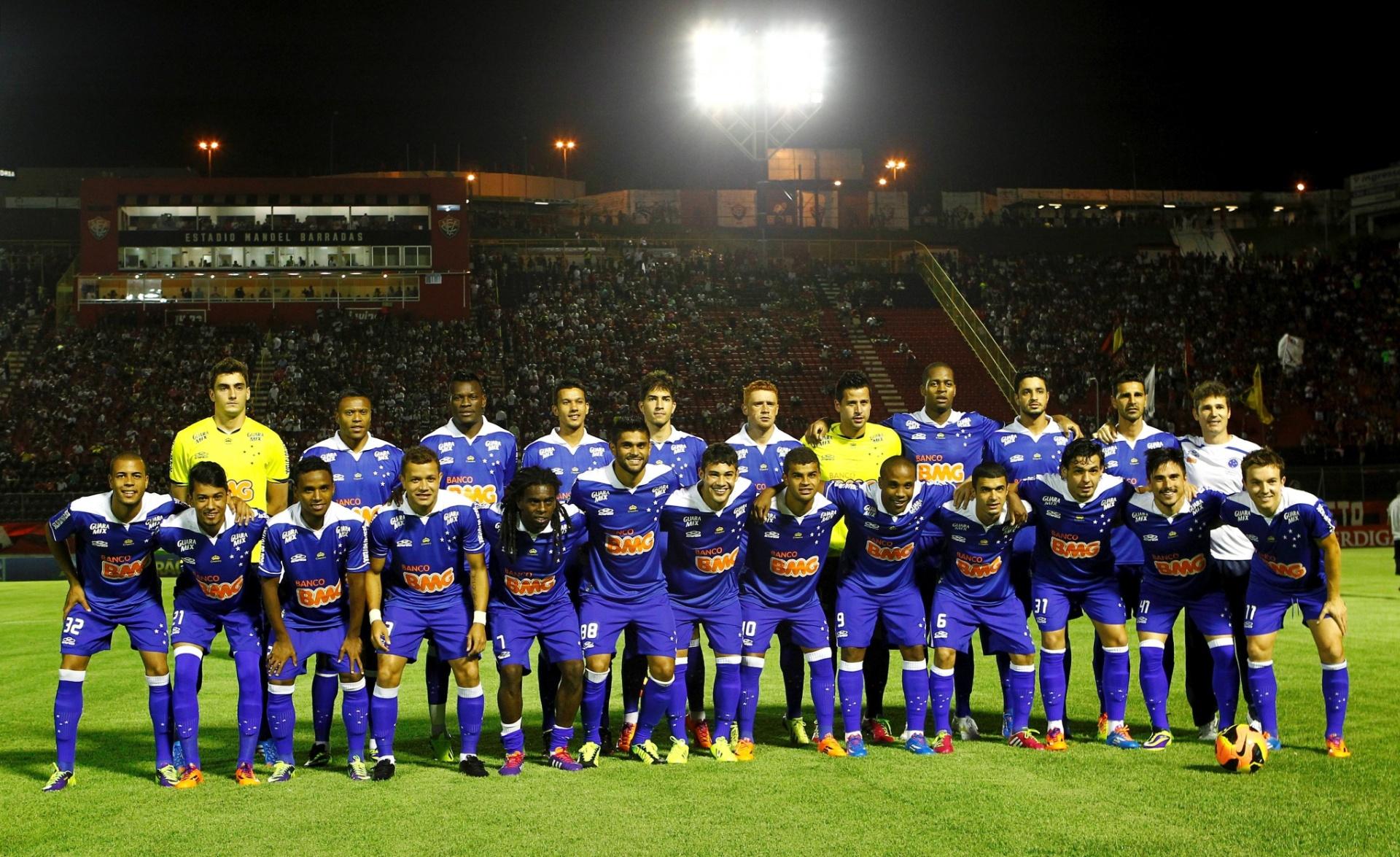 Jogadores do Cruzeiro posam para foto antes de jogo contra o Vitória pela Série A - 13.nov.2013