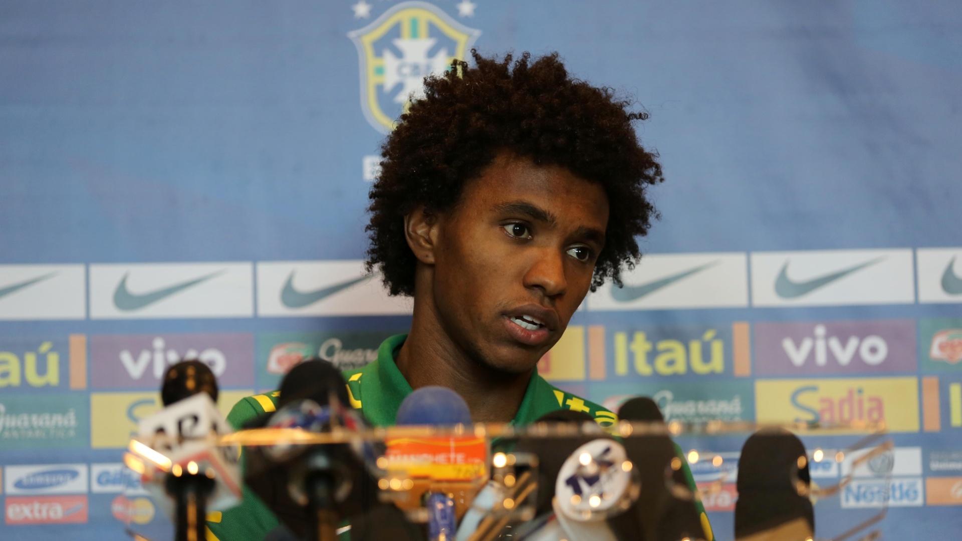 14.nov.2013 - Willian, meia-atacante do Chelsea e da seleção brasileira, terá chance de provar que pode ir a Copa nos amistosos contra Honduras e Chile