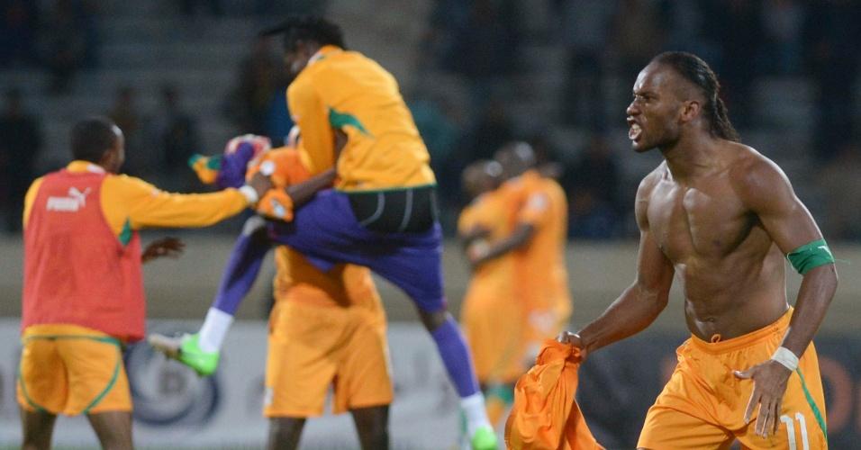 16.nov.2013 - Jogadores da Costa do Marfim comemoram empate por 1 a 1 com Senegal, que garantiu classificação à Copa do Mundo