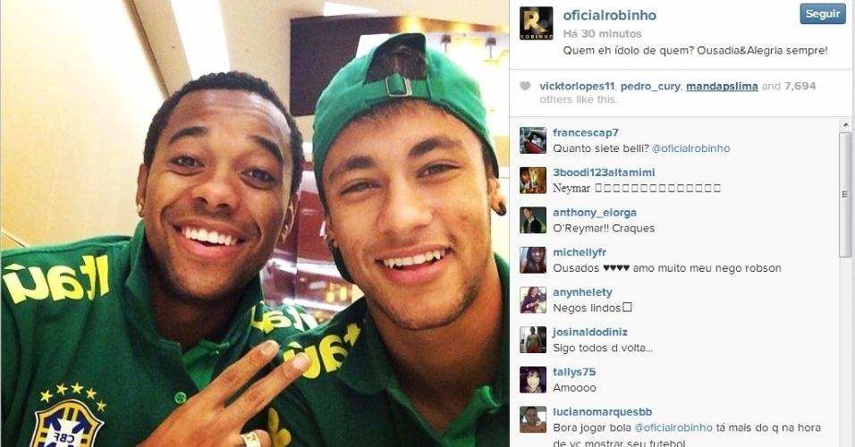 16.nov.2013 - Robinho posta foto com Neymar no Instagram e cita idolatria