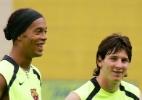 Ronaldinho brinca sobre jogar com Messi: