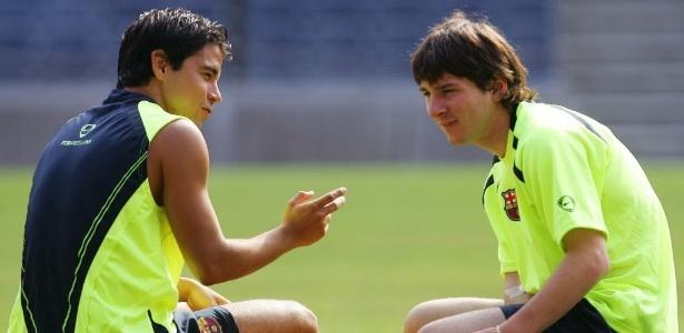 Saviola com Messi no começo da carreira do camisa 10; argentino vem ao Brasil