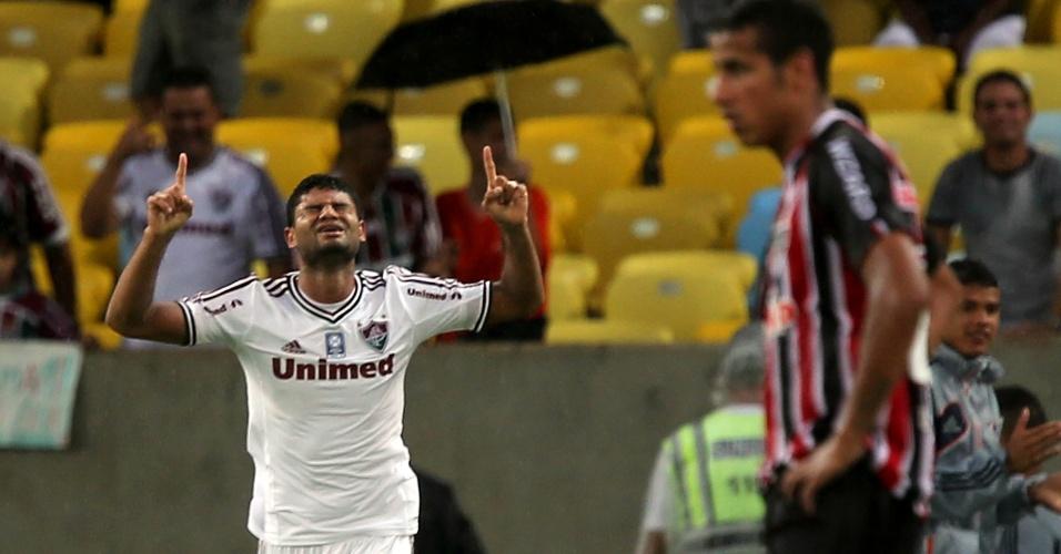 17.nov.2013 - Gum comemora gol que deu a vitória para o Fluminense sobre o São Paulo por 2 a 1