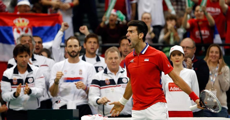 17.nov.2013 - Novak Djokovic vibra ao vencer o 1° set da partida contra tomas Berdych pela final da Copa Davis