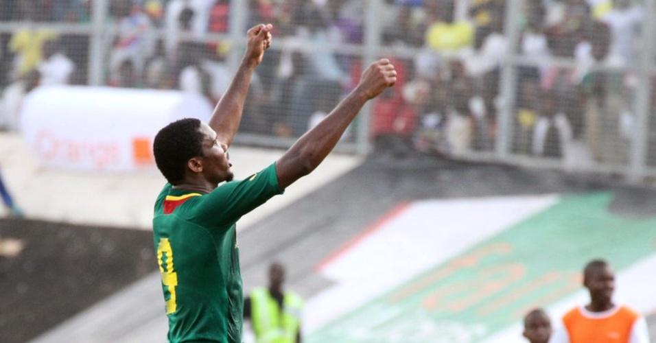 17.nov.2013 - Samuel Eto'o comemora a classificação de Camarões para o Mundial de 2014 após a vitória sobre a Tunísia, por 4 a 1