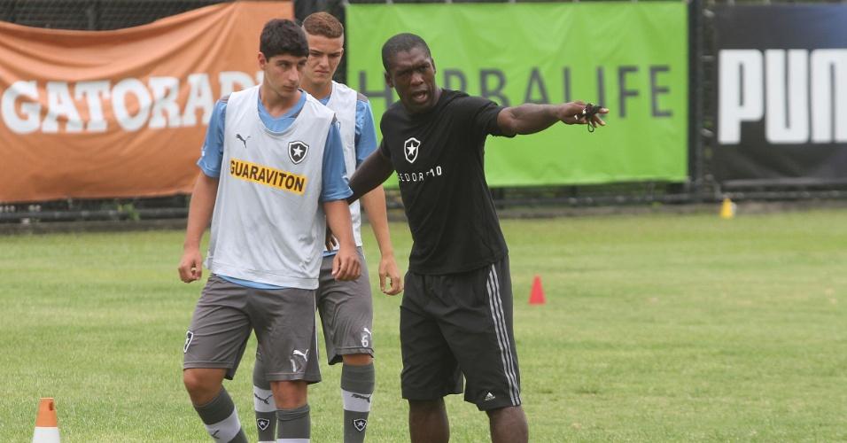 Após palestra, Seedorf deu treinamento para jogadores do Botafogo em General Severiano
