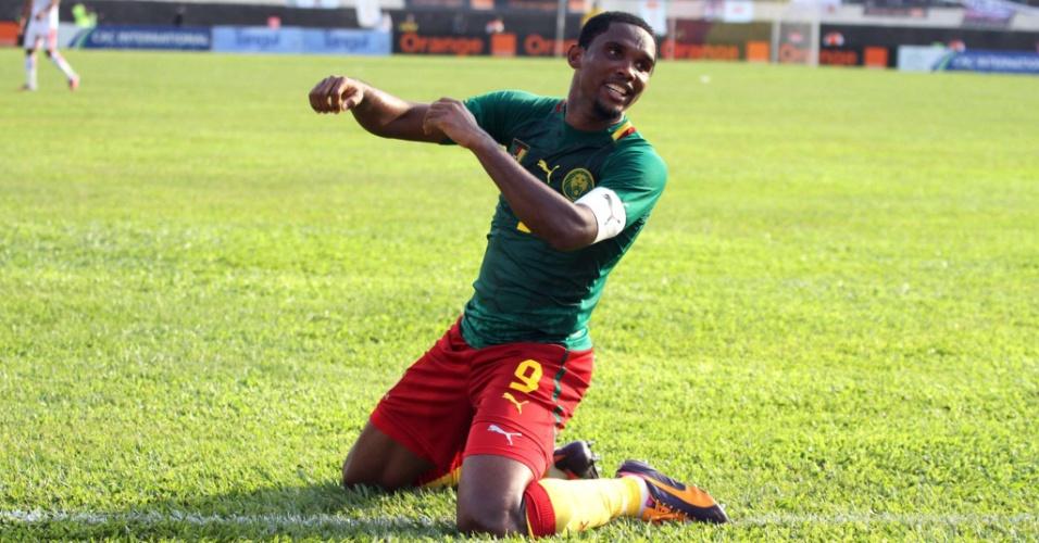 17.nov.2013 - Samuel Eto'o comemora a goleada por 4 a 1 de Camarões sobre a Tunísia, que classificou os Leões Indomáveis para a Copa do Mundo-2014