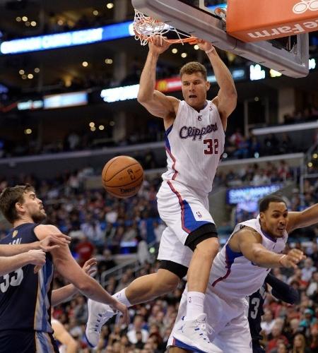 18.nov.2013 - Blake Griffin enterra durante a derrota dos Clippers para os Grizzlies por 106 a 102