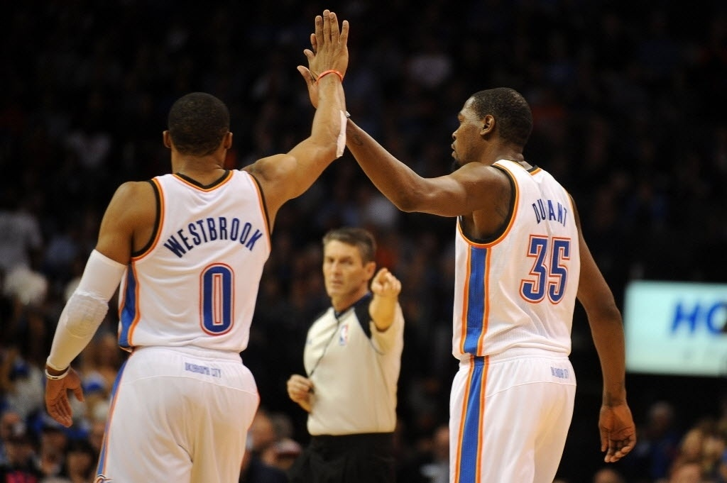 18.nov.2013 - Juntos, Russell Westbrook e Kevin Durant anotaram 68 pontos para levar o OKC Thunder a bater o Denver Nuggets por 115 a 113