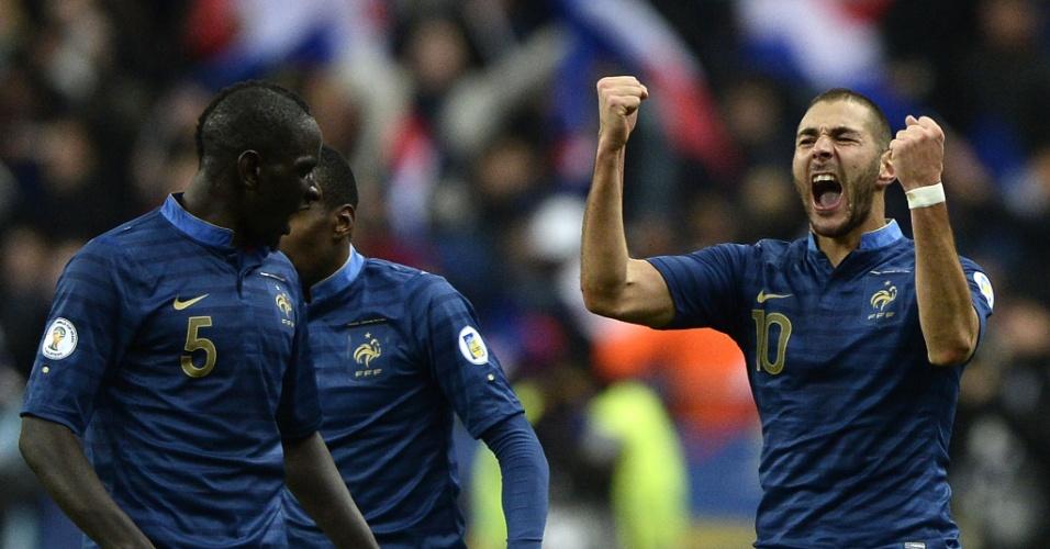 19.nov.2013 - Benzema vibra muito após marcar o segundo gol da França diante da Ucrânia; vitória por 3 a 0 classificou os Bleus para a Copa-2014