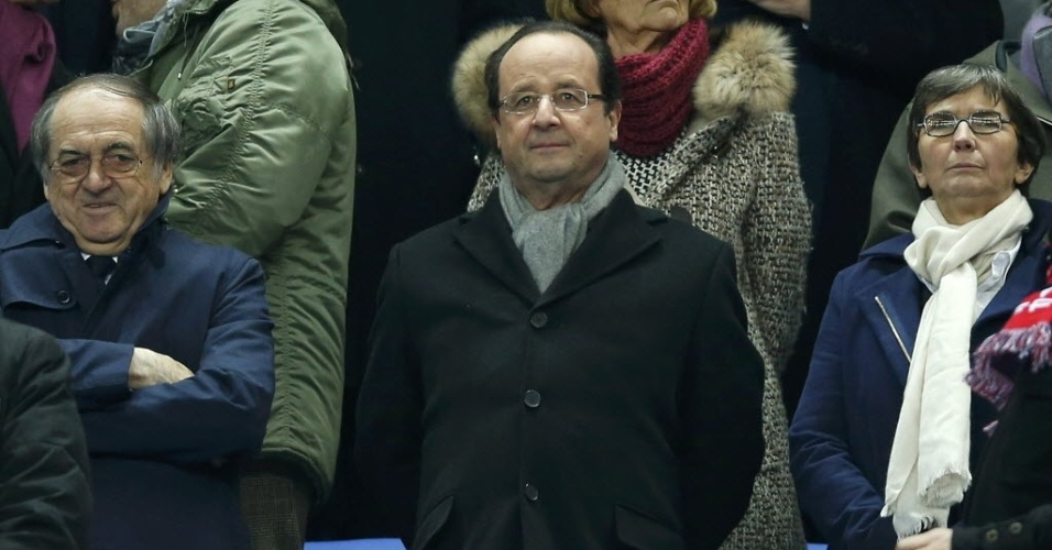 19.nov.2013 - Francois Hollande, presidente da França, assiste à partida da sua seleção contra a Ucrânia, na partida de volta da repescagem europeia para a Copa do Mundo