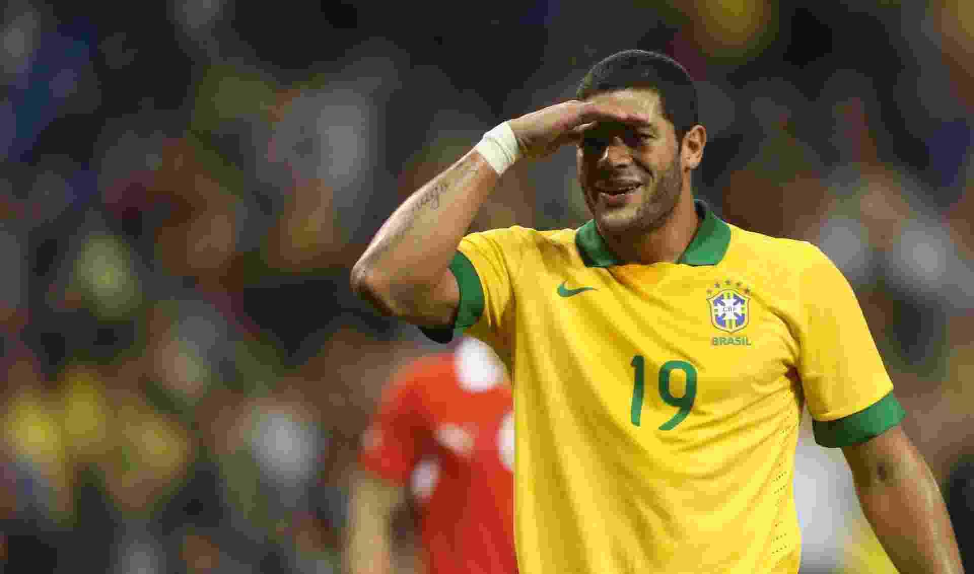 19.nov.2013 - Hulk comemora o gol do Brasil sobre a seleção chilena, em Toronto - MowaPress
