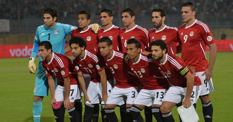 Seleção egípcia posa pouco antes do jogo com Gana pelas Eliminatórias