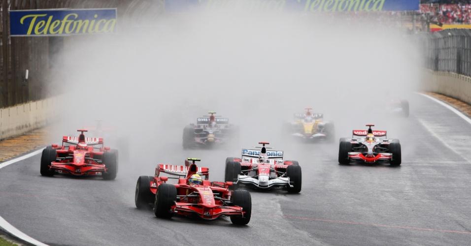 02.11.08 - Felipe Massa lidera o GP Brasil de F-1 de 2008