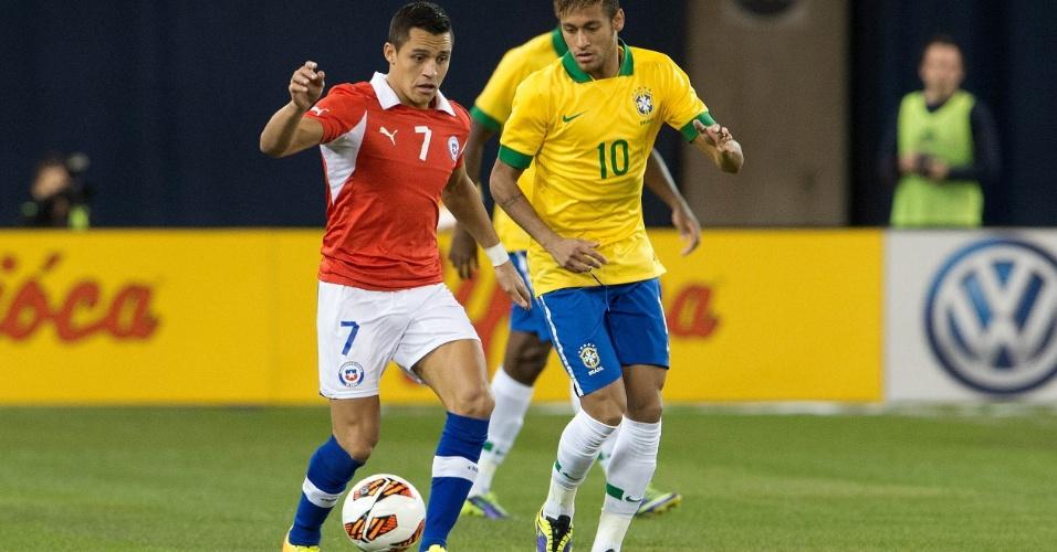 19.nov.2013 - Companheiros no Barcelona, Neymar e Sánchez se enfrentam em amistoso de Brasil x Chile; brasileiros venceram por 2 a 1
