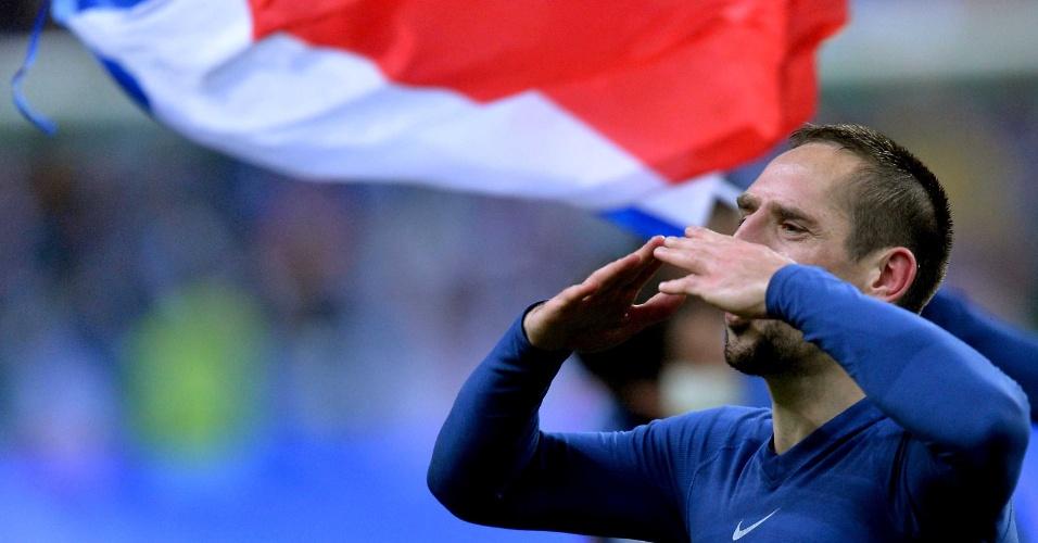 19.nov.2013 - Franck Ribéry comemora a classificação da França para a Copa do Mundo-2014; Bleus garantiram a vaga com a vitória por 3 a 0 sobre a Ucrânia no Stade de France