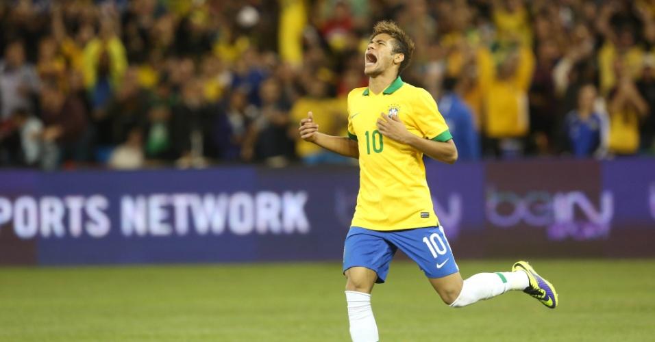 19.nov.2013 - Neymar lamenta após desperdiçar oportunidade em jogo do Brasil diante do Chile