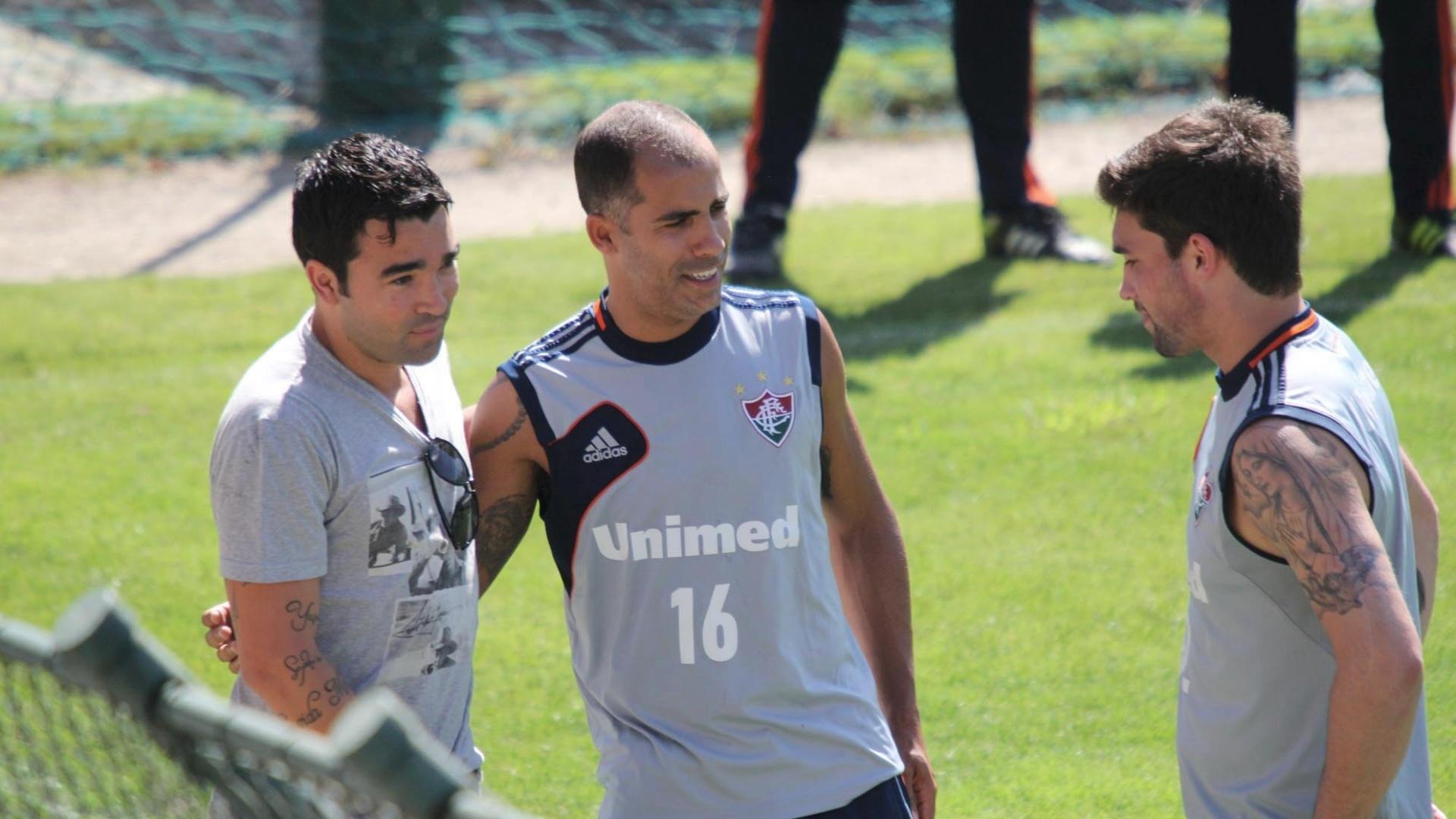 20.nov.2013 - Deco visita o Fluminense nas Laranjeiras e conversa com Felipe antes de treino
