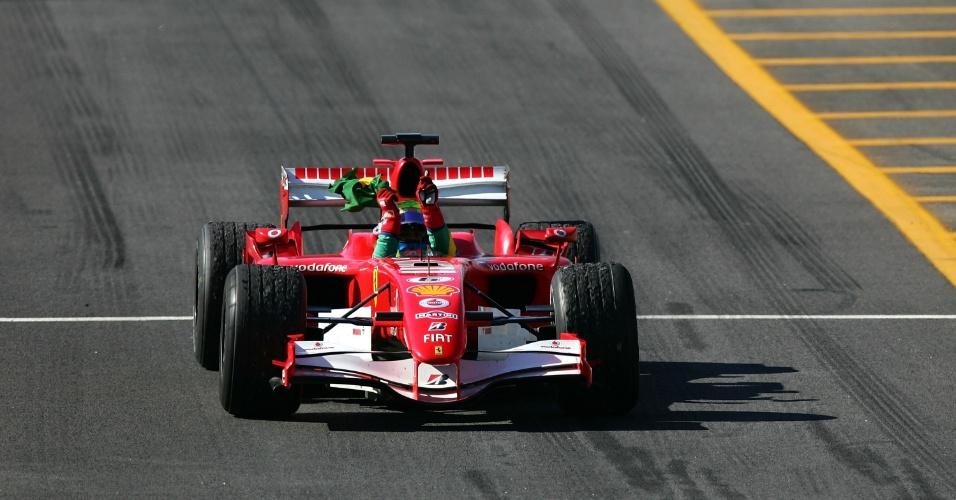 22.10.06 - Felipe Massa comemora vitória no GP Brasil de F-1