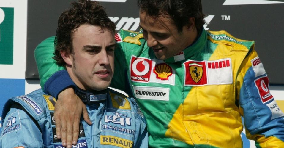 22.10.06 - Fernando Alonso e Felipe Massa no pódio do GP Brasil