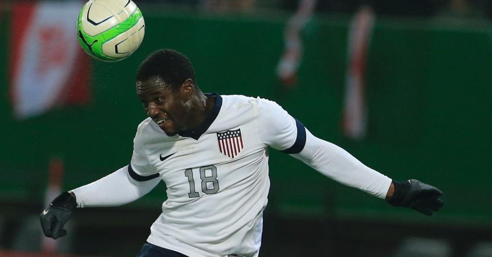 19.nov.2013 - Eddie Johnson, dos EUA, cabeceia durante a derrota por 1 a 0 para a Áustria em amistoso disputado em Viena
