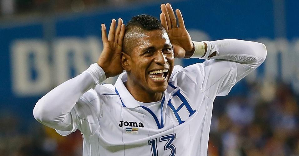 20.nov.2013 - Carlo Costly comemora após marcar um dos gols de Honduras no empate por 2 a 2 com o Equador em amistoso disputado em Houston (EUA)