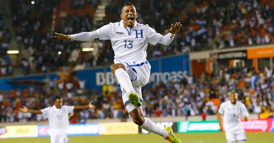 20.nov.2013 - Com dois gols, Carlo Costly foi o destaque de Honduras no empate por 2 a 2 com o Equador em amistoso disputado em Houston (EUA)