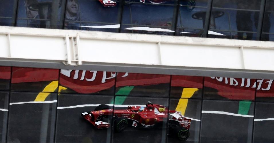 22.11.2013 - Fernando Alonso durante os treinos livres para o GP Brasil