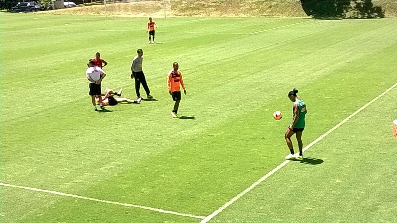 Ronaldinho Gaúcho, do Atlético-MG, treina com bola na Cidade do Galo (22/11/2013)