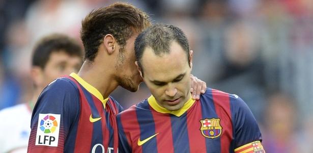 Iniesta com Neymar em jogo do Barcelona em 2013: meia acha que possível ida para o Real deveria ser tratada com naturalidade entre catalães