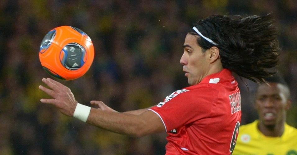 24.nov.2013 - Colombiano Falcao García sobe para cabecear pelo Monaco em jogo contra o Nantes pelo Campeonato Francês
