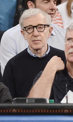 05.mai.2013 - Woody Allen vai a jogo do New York Knicks no Madison Square Garden