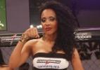 Ex-BBB Aline fica responsável pelas plaquinhas como ring girl do Jungle Fight - Divulgação/Fernando Azevedo