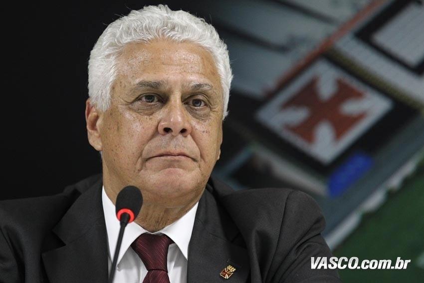 O presidente Roberto Dinamite encara problemas com frequência no comando do Vasco