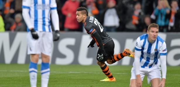 Alex Teixeira fez 22 gols no Campeonato Ucraniano desta temporada - AFP PHOTO/ SERGEI SUPINSKY