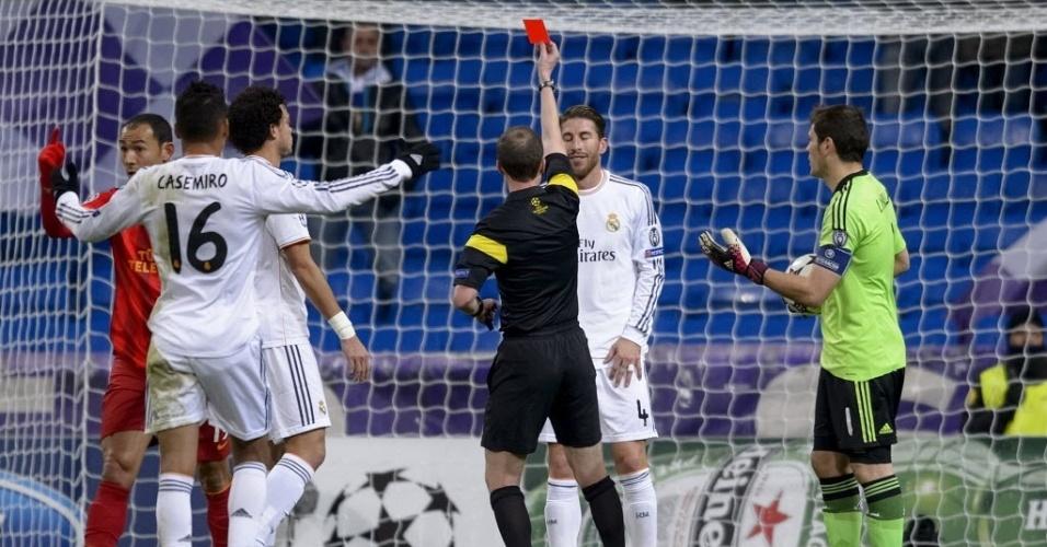 27. nov. 2013 - Sérgio Ramos é expulso em jogo contra o Galatasaray válido pela Liga dos Campeões