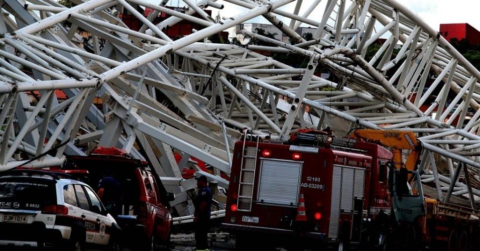 27.nov.2013 - Segundo funcionários, o Corpo de Bombeiros demorou cinco minutos para chegar ao local
