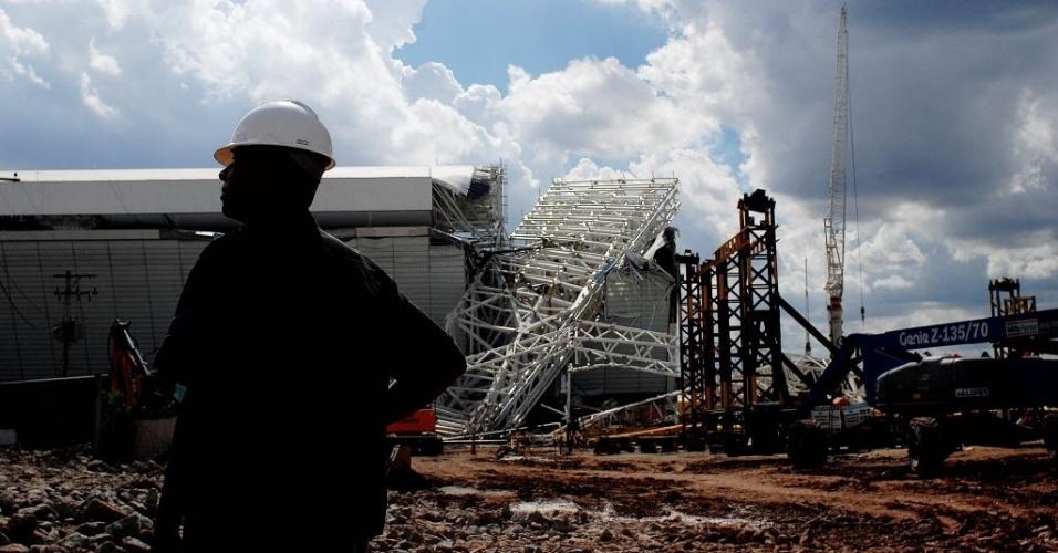 27.nov.2013 -  O Itaquerão estava com 94% das obras prontas e tinha inauguração prevista para janeiro de 2014