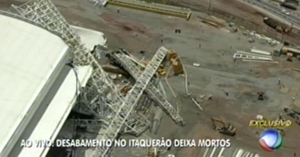 Imagens mostram estrutura que desabou no Itaquerão nesta quarta-feira; duas pessoas morreram, confirmou o Corpo de Bombeiros