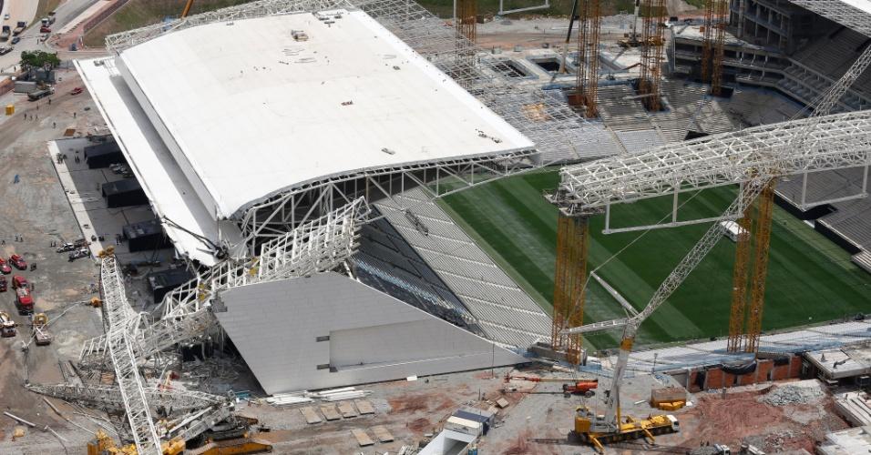 Vista aérea do estádio Itaquerão e a parte metalica que desabou causando mortes de operarios