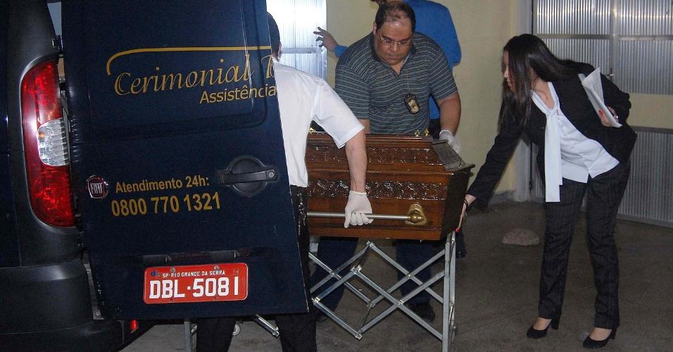 O corpo de Ronaldo Oliveira Santos, operário morto em acidente no estádio do Corinthians é liberado na noite desta quarta-feira (27), do IML Leste em São Paulo, SP. O corpo será levado por familiares para o sepultamento na cidade de Fortaleza, CE.