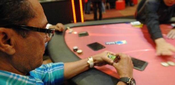 Luxemburgo diz gostar de pôquer, mas que o hábito não lhe causa nenhum mal  - Reinaldo Canato/UOL