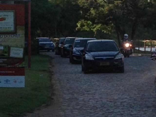 01.dez.2013 - Comitiva da Fifa foi formada 11 carros e recebeu tratamento dado a chefes de Estado