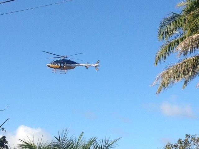 01.dez.2013 - Helicóptero faz parte do aparato de proteção da comitiva da Fifa, que desembarcou em Salvador