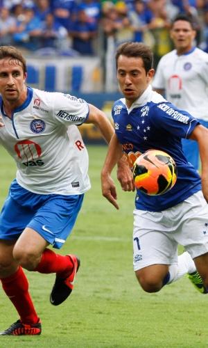 1 dez 2013 - Everton Ribeiro deixou o jogo ainda no primeiro tempo, por sentir uma contusão muscular