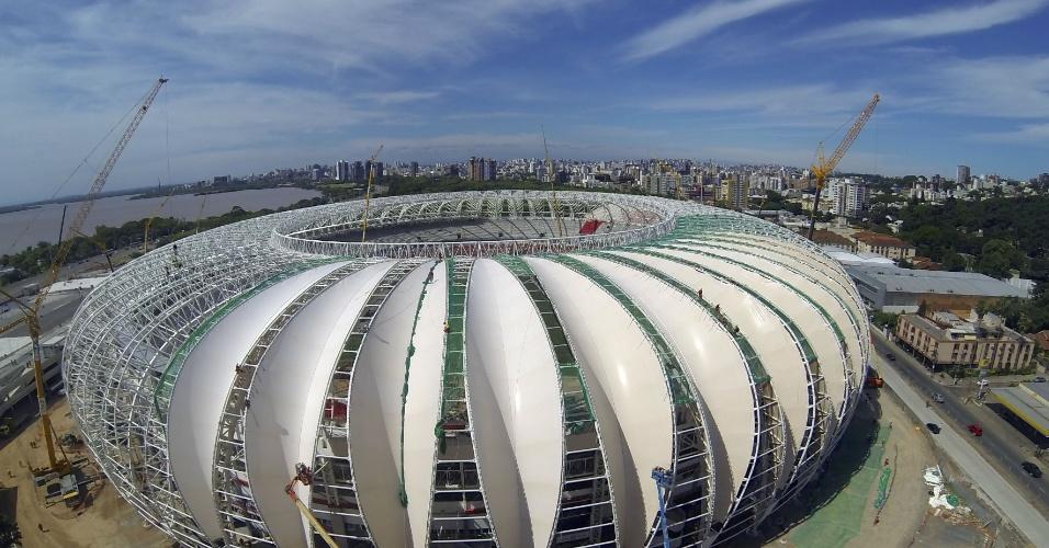 01.dez.2013 - Instalação das membranas de cobertura do Beira-Rio avança