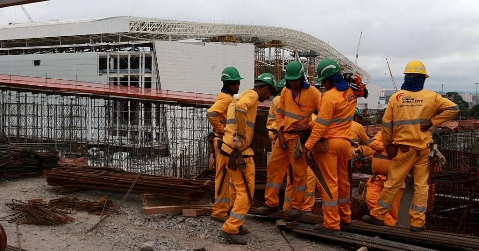 Por enquanto, os serviços reiniciados serão mais leves, envolvendo piso, parte elétrica e atividades no gramado do estádio.