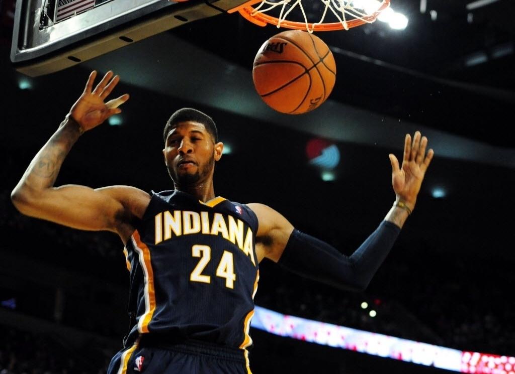 02.dez.2013 - Paul George enterra para o Indiana Pacer na derrota do time para o Portland TrailBlazers (106 a 102), apenas a segunda dos Pacers na temporada