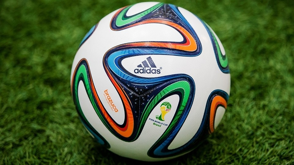 03.dez.2013 - A Brazuca, bola da Copa do Mundo de 2014, foi apresentada nesta terça-feira (03/12) no Rio de Janeiro